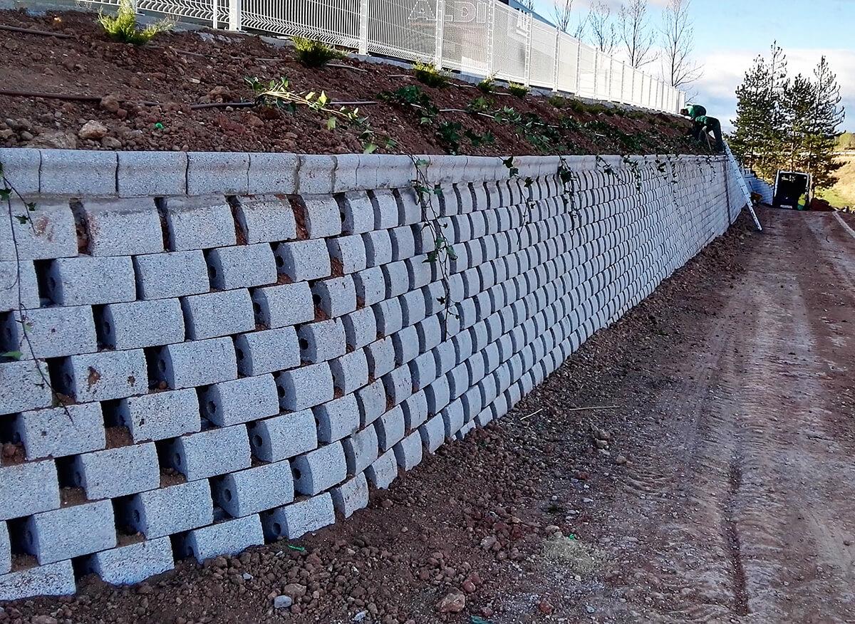 ALDI TERUEL muro jardinero 2016